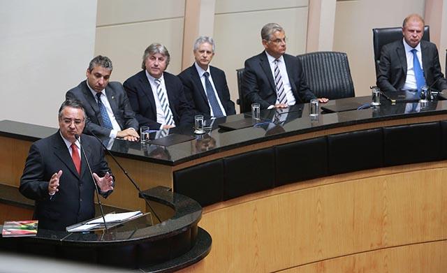 Colombo prevê dificuldades e descarta caos nas contas públicas