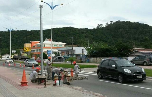 Instalação dos os semáforos de Ingleses prosseguem em ritmo acelerado