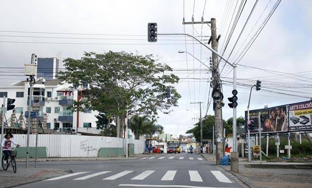 Semáforos de Ingleses já estão em funcionamento