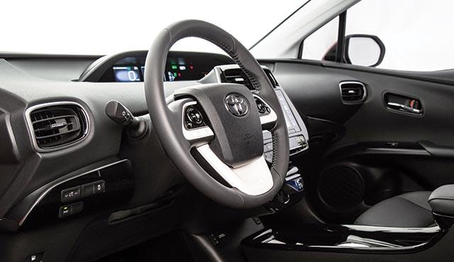 A qualidade dos materiais utilizados no interior do veículo garante conforto e suavidade ao toque (Foto: Toyota/FN)