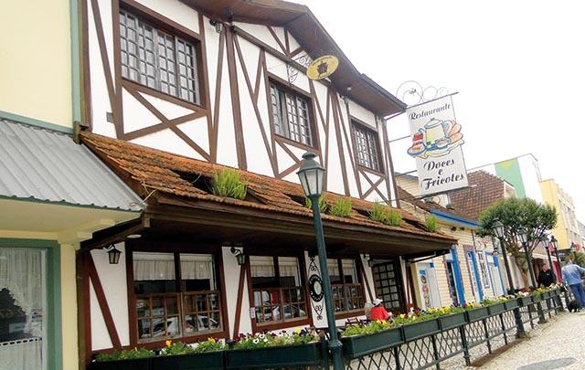 O Restaurante Doces & Fricotes no centro de Canoinhas é uma excelente opção para suas refeições