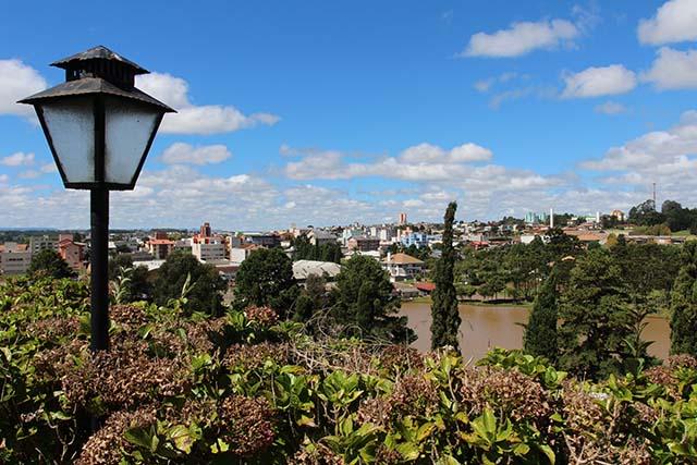 O hotel oferece um linda vista panorâmica da cidade de Fraiburgo (Foto: Gilberto Gonçalves/FN)