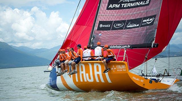 Itajaí Sailing Team vence a 49ª Regata Volta à Ilha com o terceiro melhor tempo da história