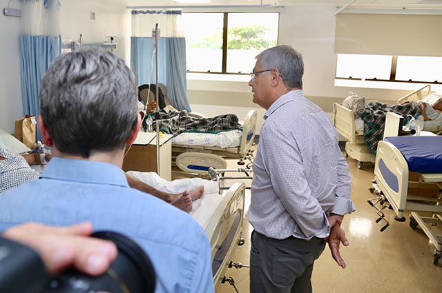 Governador inspeciona Hospital Florianópolis para verificar atendimento a pacientes