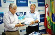 Prefeitura entrega ao governador projeto para engordamento da praia de Canasvieiras