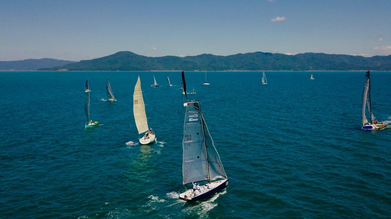 Dia perfeito e mudanças na liderança marcam o segundo dia de competições no 30º Circuito Oceânico