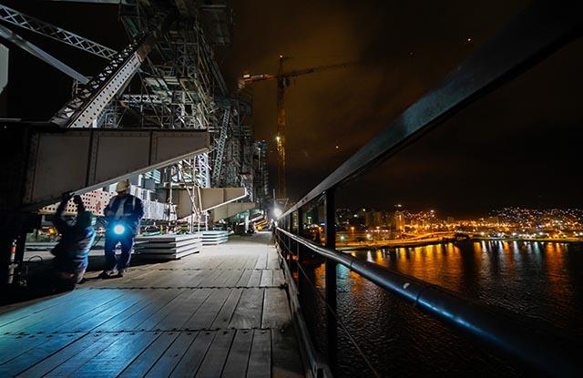Transferência de carga é concluída e Ponte Hercílio Luz volta a estar suspensa