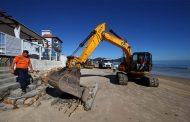 Prefeitura inicia trabalho de recuperação nas praias da Capital