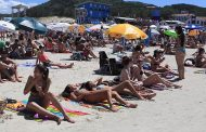 Longa exposição ao sol pode trazer prejuízos à pele e ao corpo
