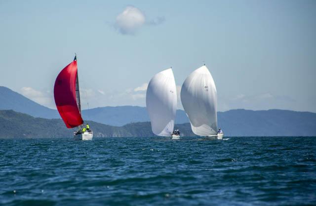 Vento nordeste e dia clássico marcam o início do 30º Circuito Oceânico da Ilha de Santa Catarina