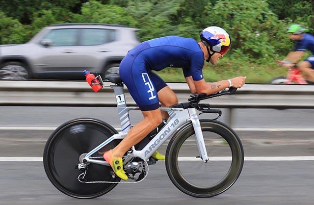 Brasileiros quebram recordes no Ironman 70.3 Florianópolis realizado na praia dos Ingleses